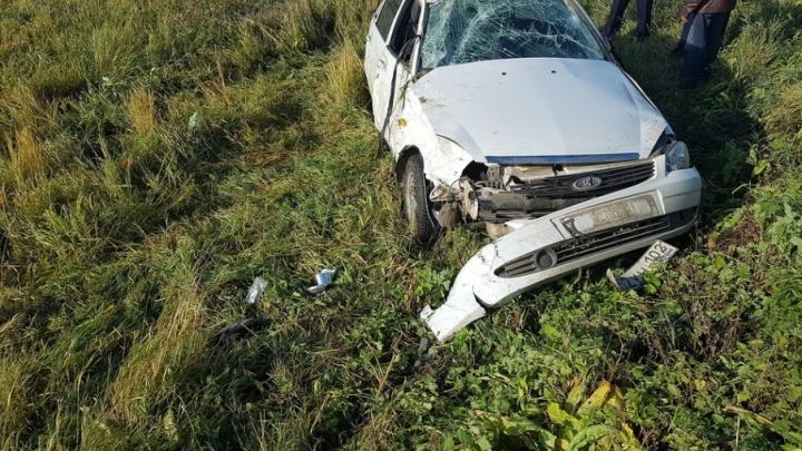 На трассе в Башкирии перевернулась машина из-за лопнувшего колеса