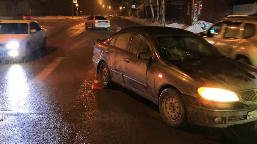 По словам водителя машиныNissanBluebird, он ехал на зелёный сигнал светофора