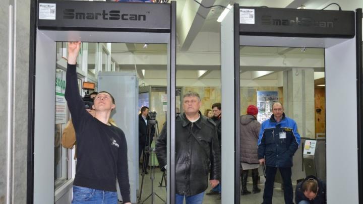 Будем пищать вдвое чаще: в метро Екатеринбурга поставили 10 дополнительных металлоискателей