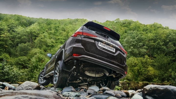 Новый Toyota Fortuner: внедорожник, который не терпит ограничений