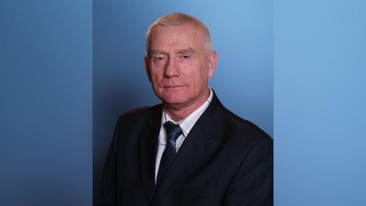 «Предлагал деньги и сладости»: директора Красноборской школы обвинили в разврате