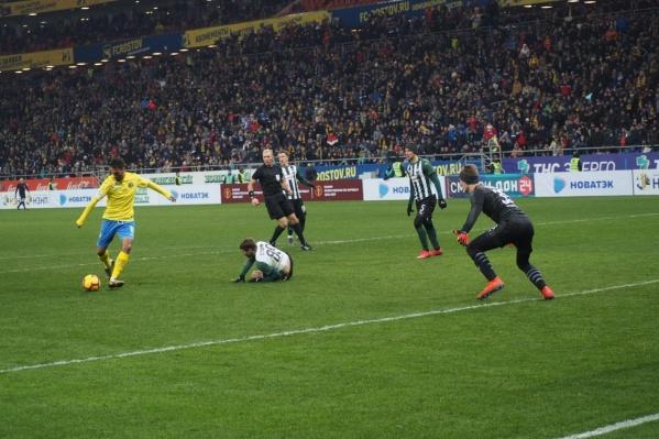 Ивелин Попов забивает гол в ворота «Краснодара»