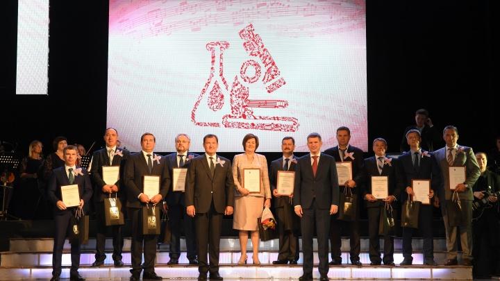 Губернатор Пермского края вручил лукойловцам награды к профессиональному празднику