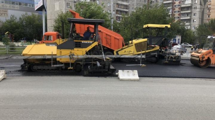 «Разве это законно?»: челябинцев возмутил ночной ремонт проезжей части на оживлённой улице