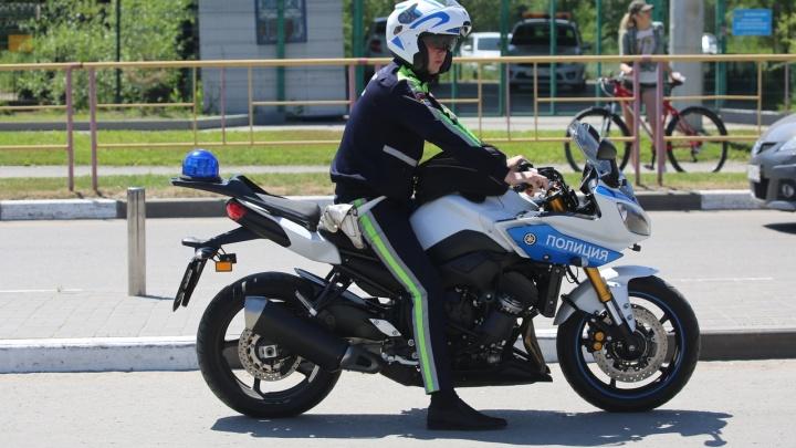 Полиция на месте: на открытие мотосезона в Волгограде пришли дамы и малышка в розовом с самокатом