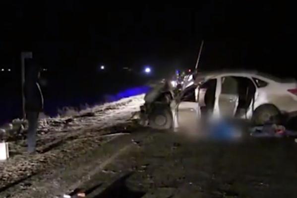 В аварии на трассе погибли четыре человека