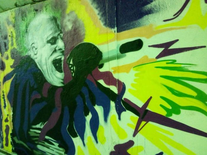 Вокалиста The Prodigy нарисовали рядом с портретом Виктора Цоя
