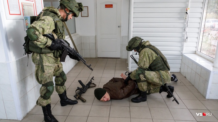 Убили боевиков и разбили бутылки: показываем жизнь разведчиков, которая не похожа на кино