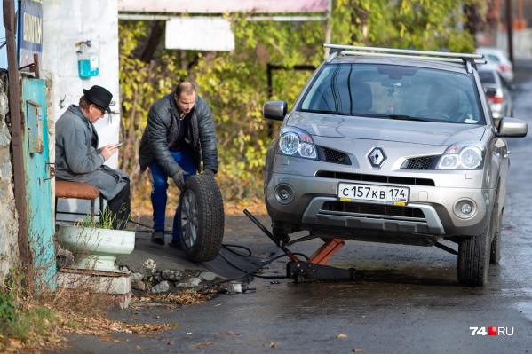 Многие водители решили не тянуть резину и сменили покрышки уже в минувшие выходные