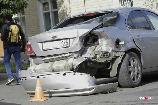 Автомобиль остался на ходу, но был прилично разбит, а нетрезвый виновник попытался оказать сопротивление