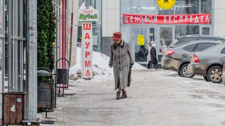 Администрация придумала, как решить проблему скользких тротуаров — их помогут посыпать студенты