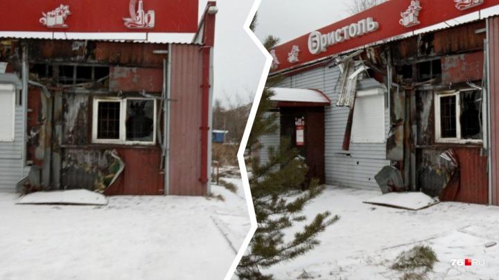 «Забулдыги смотрели с грустью»: в Ярославле дотла сгорел алкомаркет