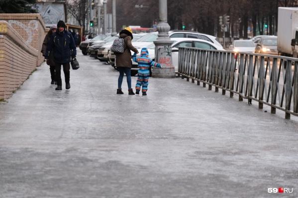 По такому тротуару только на коньках