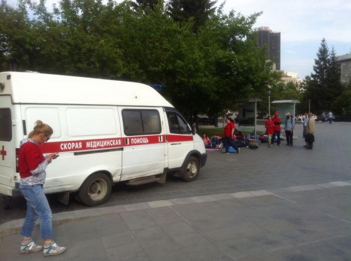 «Cкорая помощь» увезла одну из участниц в горбольницу  № 1 , остальные участники акции чувствуют себя хорошо