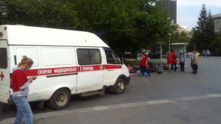 «Скорая» увезла в больницу участницу голодовки на площади Ленина