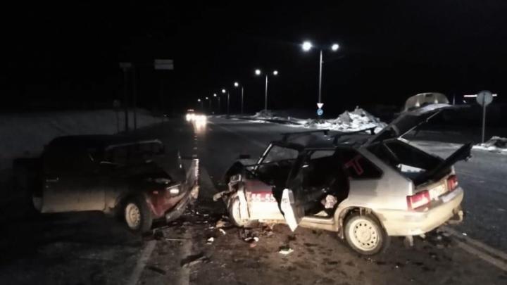 Хотела развернуться на встречке: под Волгоградом в жуткой аварии пострадали пять человек