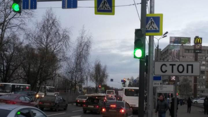 «Не надо демонтировать»: в Ярославле власти поставили точку в спорах о светофоре-невидимке