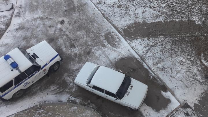 «На земле не было ни капли крови»: в Волгограде ровесник войны выпал с восьмого этажа