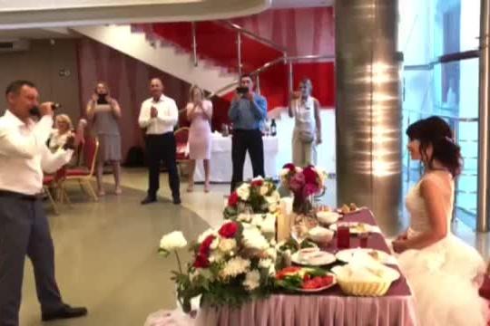 На своей свадьбе Евгений Подгорный исполнил песню. Скриншотfacebook.com/ilyas.xalilov
