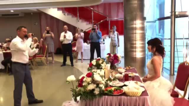 Новосибирский депутат и чемпион отметил свадьбу в новой филармонии