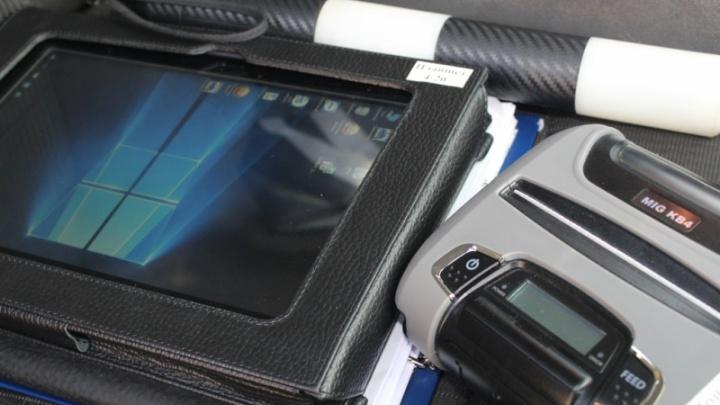 Машины ДПС оснастили планшетами. Теперь экипажи оформляют штраф за 5 минут