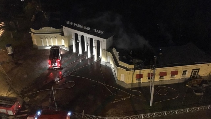 Пожар в Центральном парке Новосибирска: центр города окутан дымом