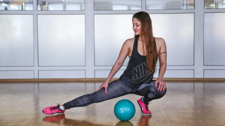 Зажми мячик и дави: 5 простых упражнений, которые подтянут бедра