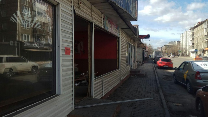 Начался снос ряда павильонов вдоль улицы Республики