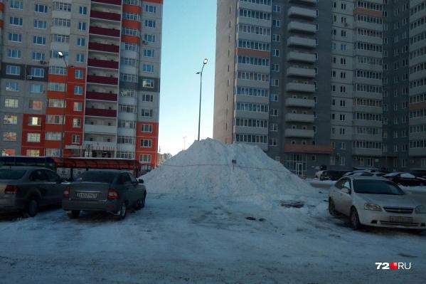 В этом году, говорят представители УФССП России по Тюменской области, Тобольск стал лидером по выдаче жилья сиротам. Всем тюменским новоселам, кстати, уже вручили ключи в торжественной обстановке
