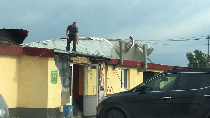 Сорванные крыши Химмаша и летающие теплицы Сысерти: рассказываем об истинных последствиях шторма