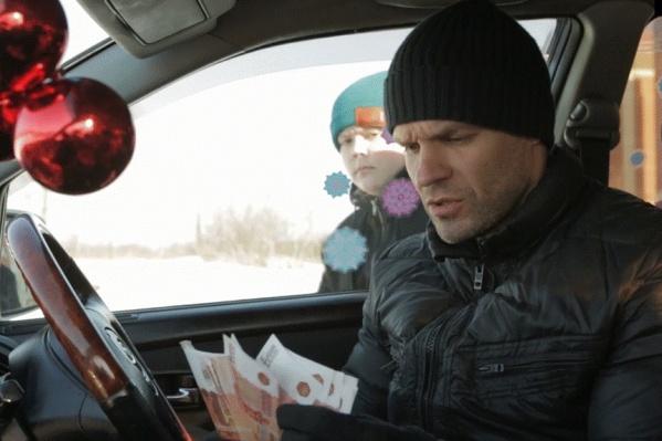 Режиссёр Олег Захаров в роли бандита в фильме кинокомпанииJuniorFilm «Главное — верить!»