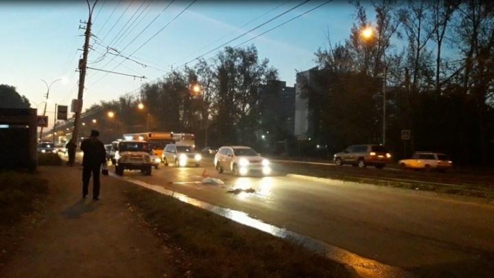 Водитель грузовика получил наказание за сбитую на улице Петухова женщину