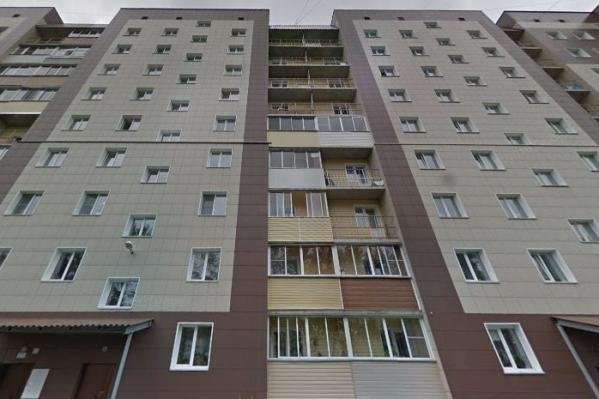 В оперативные службы поступила информация, что женщина собирается спрыгнуть с седьмого этажа