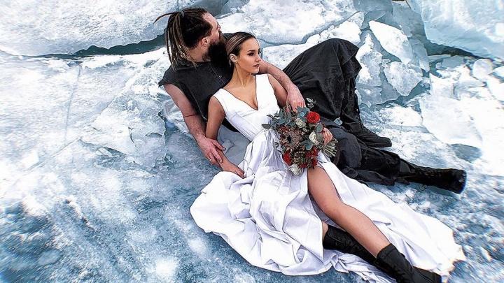 Как на Байкале: красноярцы облюбовали для фотосессий залив Бирюса. Там очень красивый лёд
