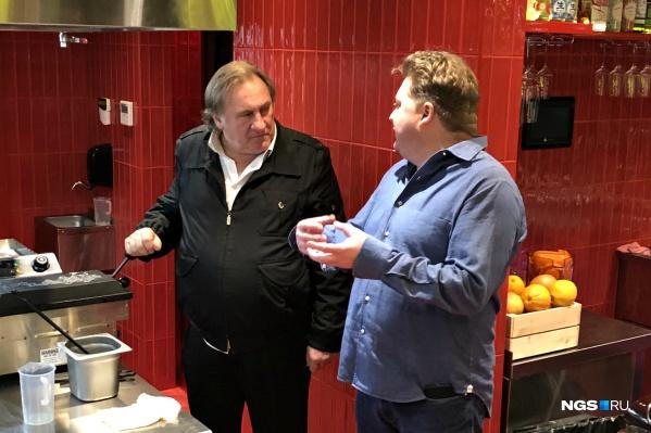 Депардье приехал в Сибирь с частным визитом и подарил местному ресторану свою водку