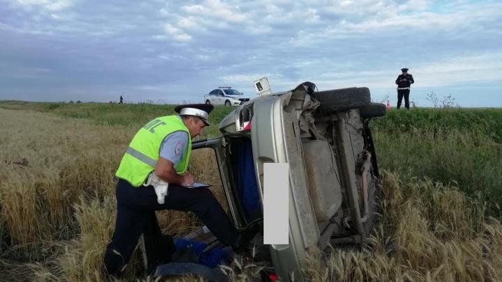 На Свердловской трассе разбился парень, он не справился с управлением