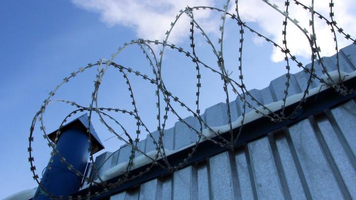 В Омске осудили инспектора колонии, который поощрял унижение новичков