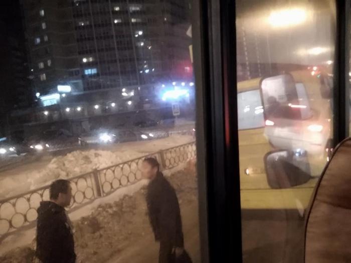 На улице Готвальда столкнулись 012-я и 082-я маршрутки
