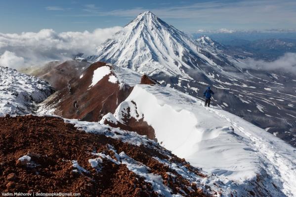 Склоны вулканов занесены снегом