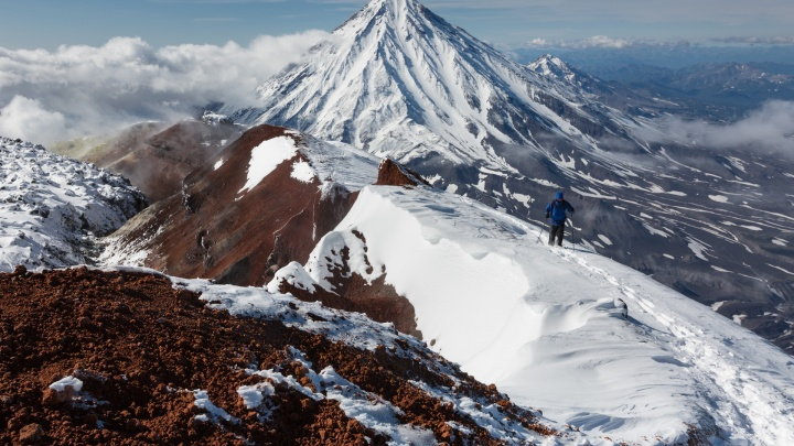 Мёртвый лес и застывшая лава: новосибирский фотограф снял завораживающие пейзажи Камчатки