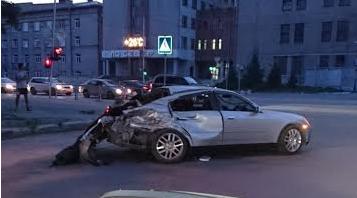 Nissan Skyline после столкновения с КамАЗом вечером 18 июня