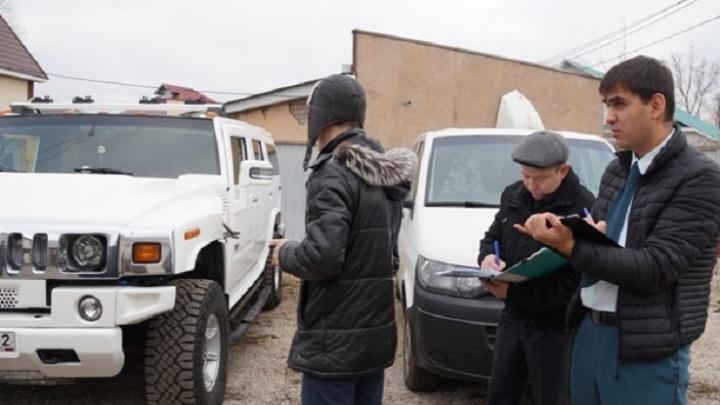 Из страха потерять Hummer уфимец разом отдал приставам 200 тысяч рублей