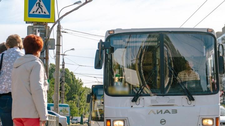 Горожане попросили у Азарова сократить интервал движения автобусов до Сухой Самарки