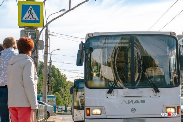 Местным жителям приходится ждать общественный транспорт по 40 минут