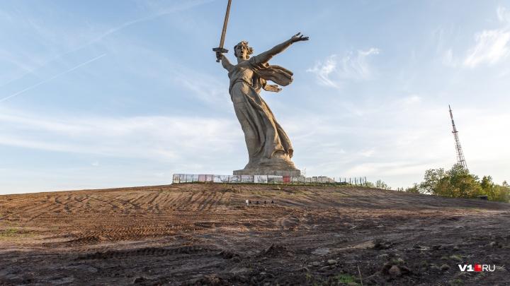 Внутри и снаружи: в Волгограде началась реставрация монумента «Родина-мать зовет!»