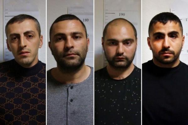Павел Колозян (крайний справа), его брат и друзья вскоре после конфликта сами явились в полицию. Фигурантом уголовного дела в итоге стал только один из них