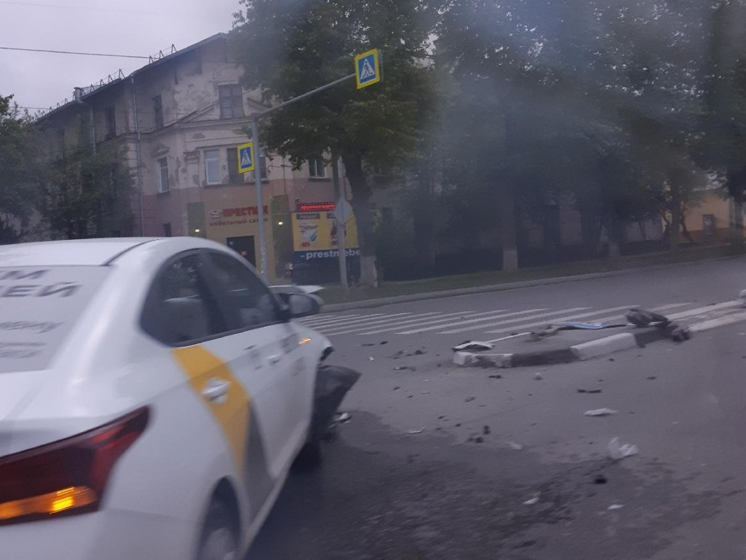Авария случилась на перекрёстке Титова и Петропавловской
