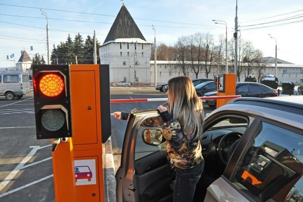 Пока штрафы за неоплату платной парковки вводить не будут