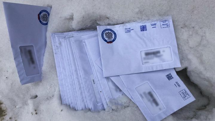 Новосибирец нашел в центре города пачку писем из налоговой