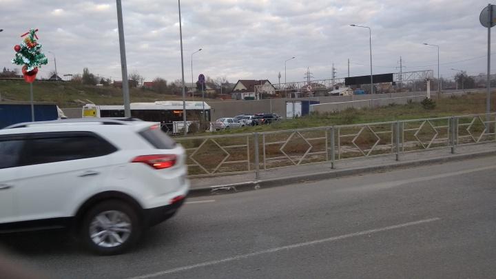 «Решил не рисковать и свернул»: в Волгограде тоннель на Тулака замер в двухкилометровой пробке